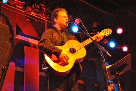 Opening artist, president of the Mark Mulcahy fan club and guest performer with Mulcahy Chris Hartford.  Photo by Lynn Vala